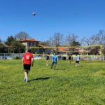 Le Volley Ball du CLLL Colomiers reprend ses activités à l'extérieur sur un terrain en herbe :